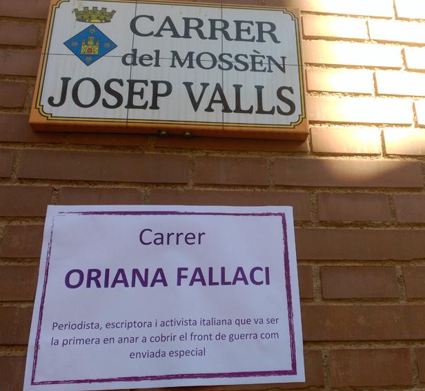El carrer del mossèn Josep Valls, avui és el de la periodista Oriana Fallaci