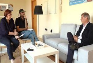 Assumpció Maresma i Andreu Barnils entrevistant Alberto Fernández Díaz.