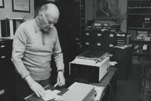 Josep Tarradellas al seu despatx