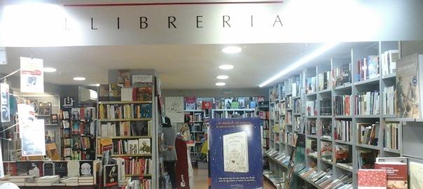 Aparador de la llibreria la 2 de Viladrich de Tortosa.