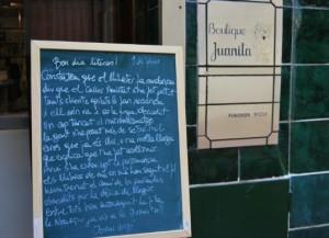 La pissarra encara és un símbol de la llibreria