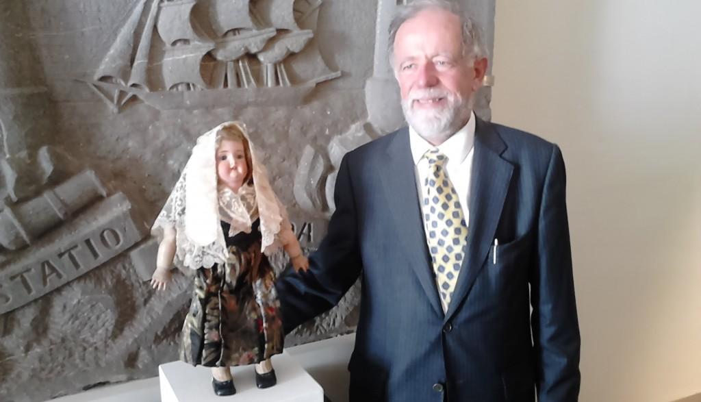 Cathal Brugha MacSwiney amb la nina del CADCI