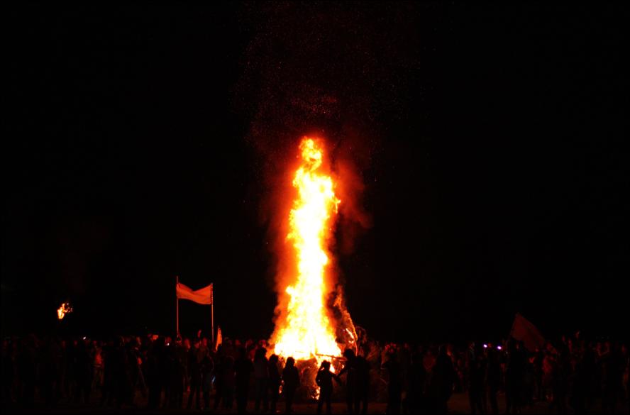 Els kurds del camp de Kherso celebrant el Newroz (foto: Oriol Bäbler)