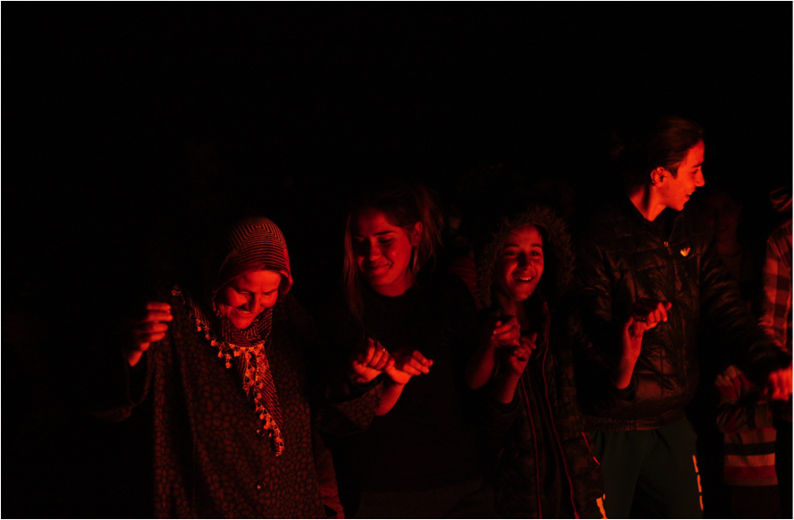 Un grup de kurds ballant la govend (foto: Oriol Bäbler)