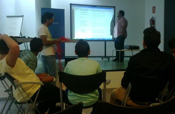 Una classe de llengua gitana (foto: Pedro Casermeiro).