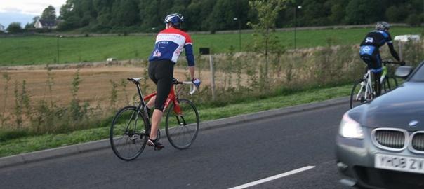 Ciclistes i cotxes han de conviure a la carretera
