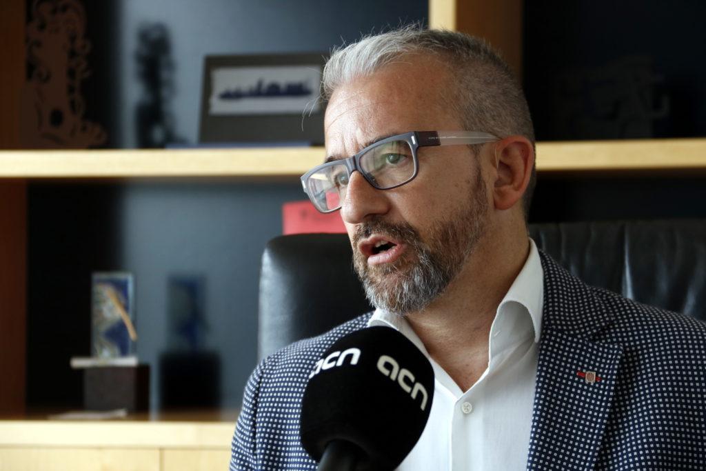 Ginesta defensa un salari mínim de mil euros en una república catalana