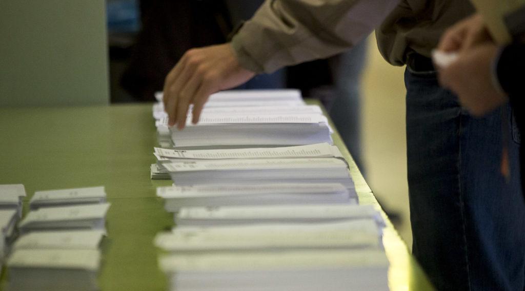 Detecten sobres preparats amb la butlleta de Ciutadans en un col·legi de l'Hospitalet