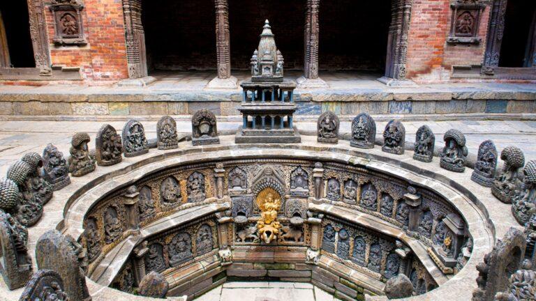 Una font en el palau reial de la plaça Durbar de Patan.