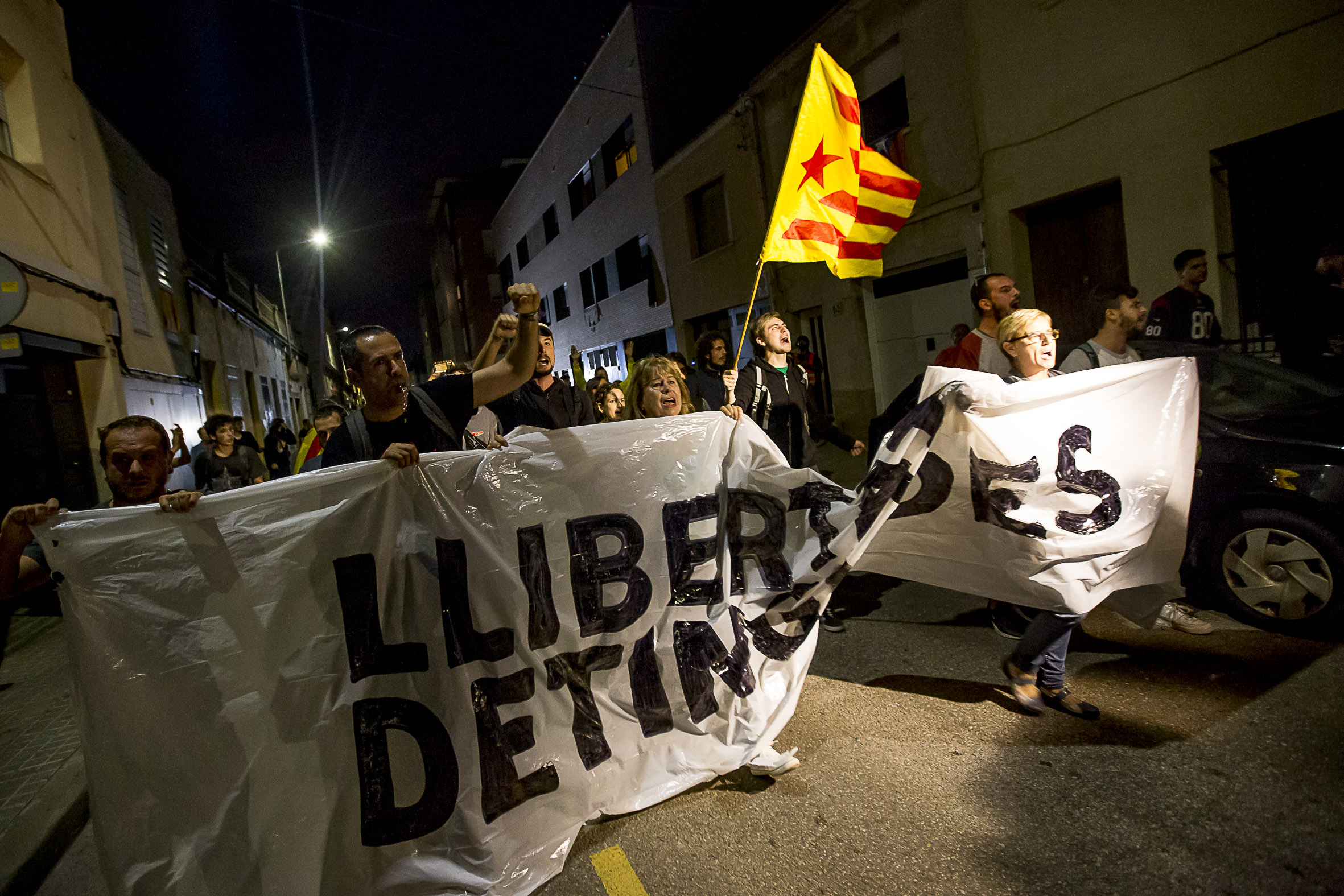 Catalan activist not allowed to talk to his lawyer after 3 weeks in jail - VilaWeb