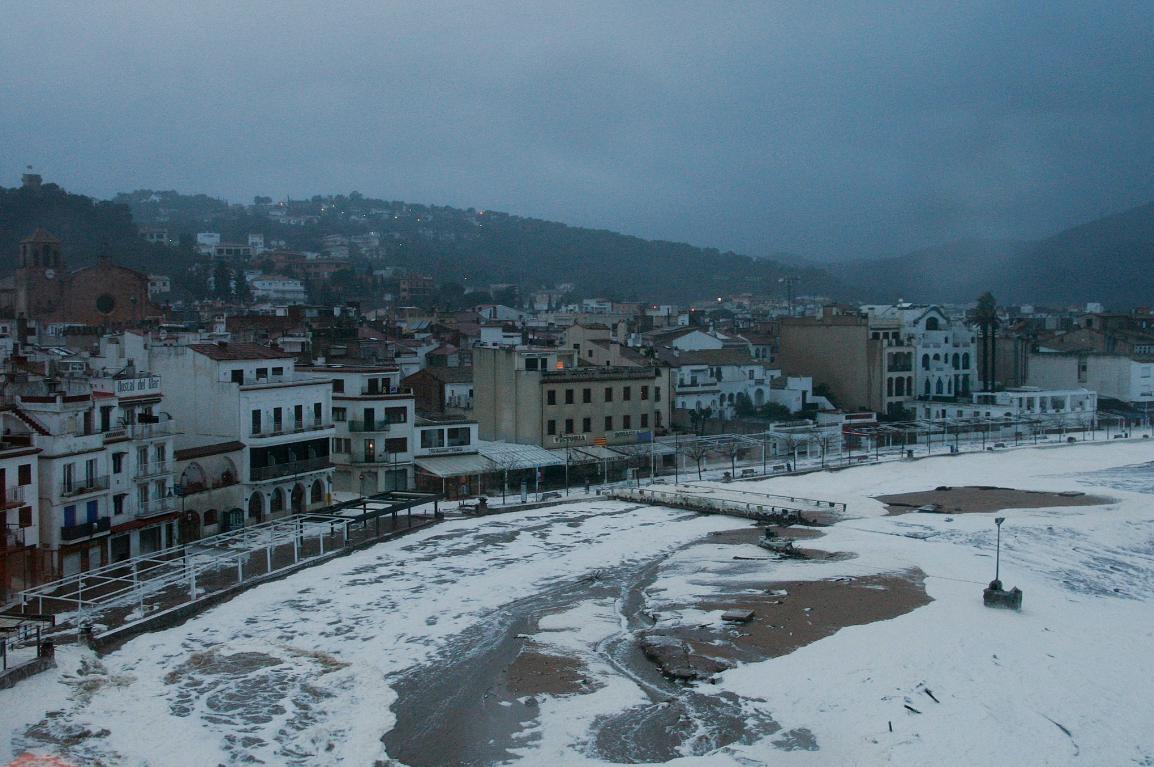 ▶ VÍDEO I Per què el temporal Glòria ha omplert d'escuma Tossa de Mar?