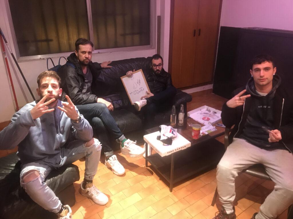 Al sofà gran seuen Jair Dominguez i Guillamino