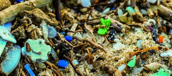 contaminació per microplàstics en el medi marí
