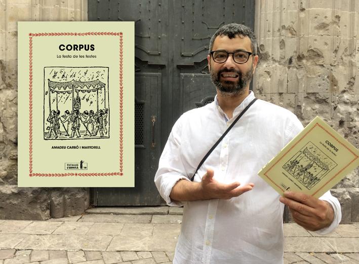 Amadeu Carbó amb el llibre Corpus. La festa de les festes.