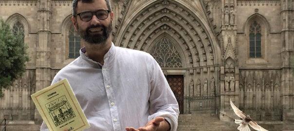 Amadeu Carbó davant la Catedral de Barcelona