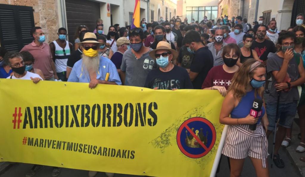 Una concentració republicana protesta contra la visita dels reis espanyols a Petra