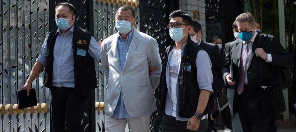 La policia d'Hong-Kong deté Jimmy Lai, el fundador del grup Next Media, que publica el diari pro-democràcia Apple Daily.