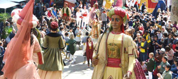 Els Gegants del Pi ballant per les Festes de Sant Josep Oriol