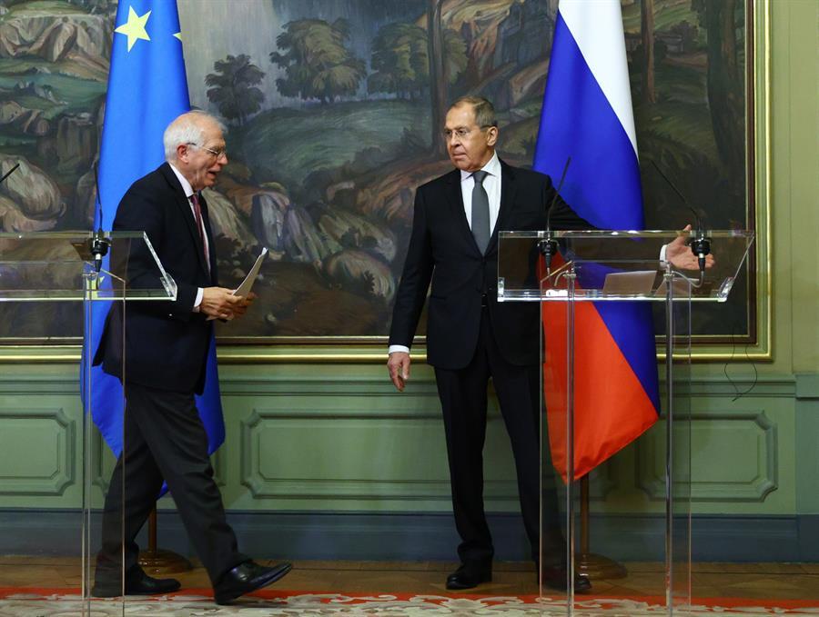 El ministre d'Afers Estrangers rus recorda a Borrell els presos polítics catalans en una tensa compareixença conjunta