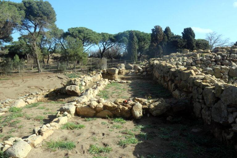 Imatge de les excavacions a la ciutat grega d'Empúries
