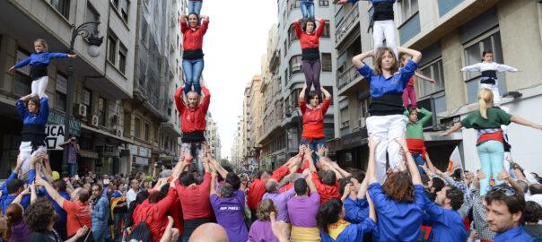 Actuació a València de la Nova Muixeranga d'Algemesí i la Muixeranga d'Alacant