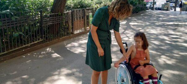 noemí font emma nena espina bifida cursa adaptada infants mobilitat reduïda