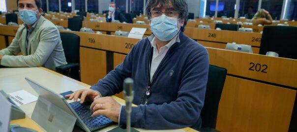 Carles Puigdemont al Parlament Europeu, acompanyat de Toni comín