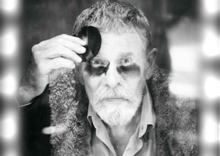 Imatge de l'espectacle 'Birman', amb Lluís Soler, que s'estrena a la Biblioteca de Catalunya, produït per La Perla 29